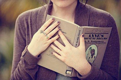 انا فتاة ذكية وطموحة وأحب الاستقرار