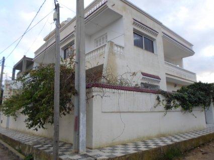 بنايه جديده من طابقين ديلوكس للسكن للبيع في حي الق