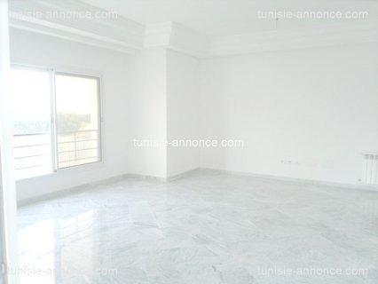 للكراء بتونس حدائق قرطاج شقة فاخرة   مطلة علي البح