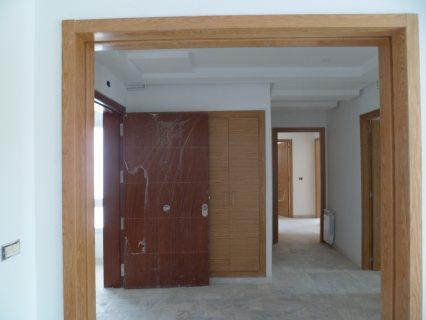 شقة ممتازة ثلاث غرف و صالة في سكرة